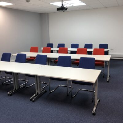 Flexible Training Room Tables and Chairs   Huddle Furniture